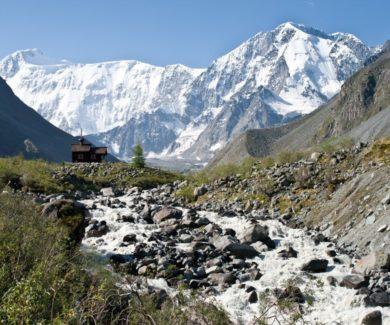 Горный поход по Алтаю к подножию горы Белуха